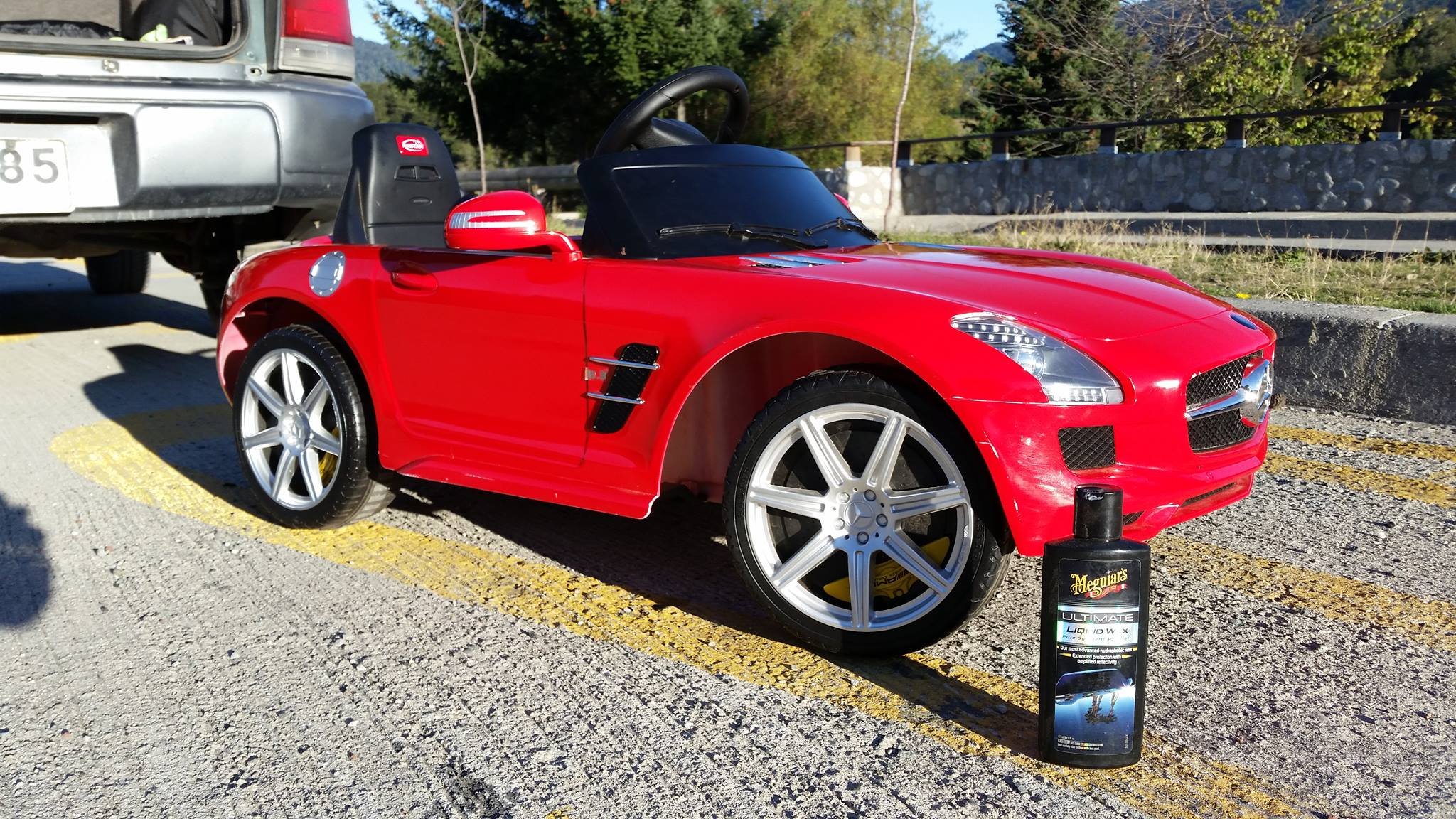 ¡Soy un fanático de la limpieza en mi auto y me gusta usar Meguiars para todo, incluso hasta el Mercedes SLS de mi hija!